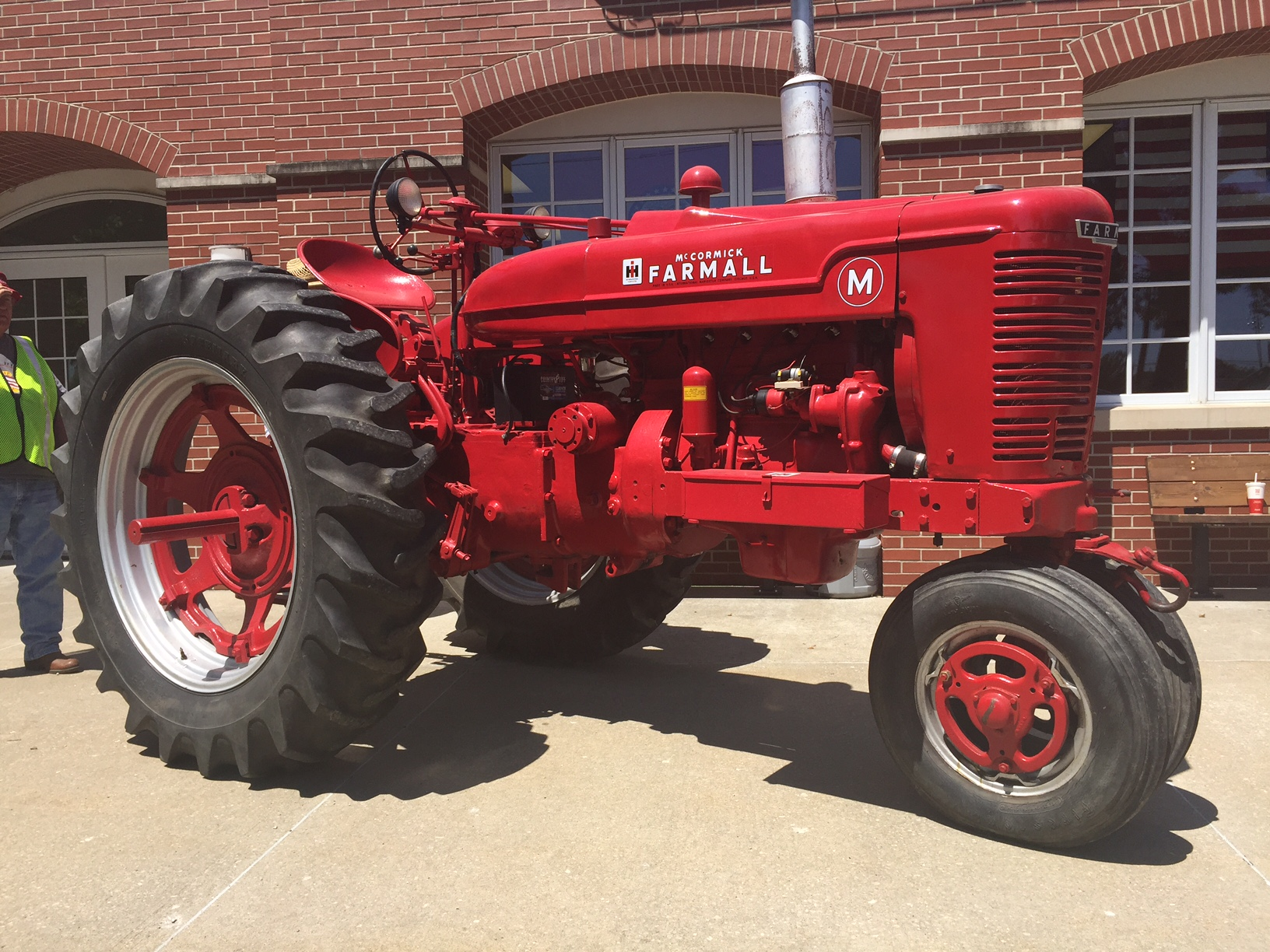 hight resolution of the tractor comes from burr ridge the ih experimental farm in hinsdale il the tractor was tested extensively both at the ih farm and at other local farms