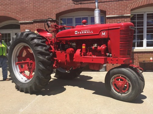 small resolution of the tractor comes from burr ridge the ih experimental farm in hinsdale il the tractor was tested extensively both at the ih farm and at other local farms