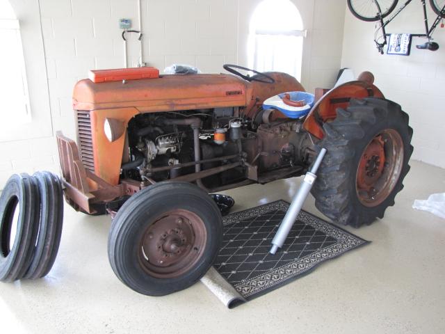 Massey 35 Perkins Diesel 1961 : Tractor story massey ferguson antique
