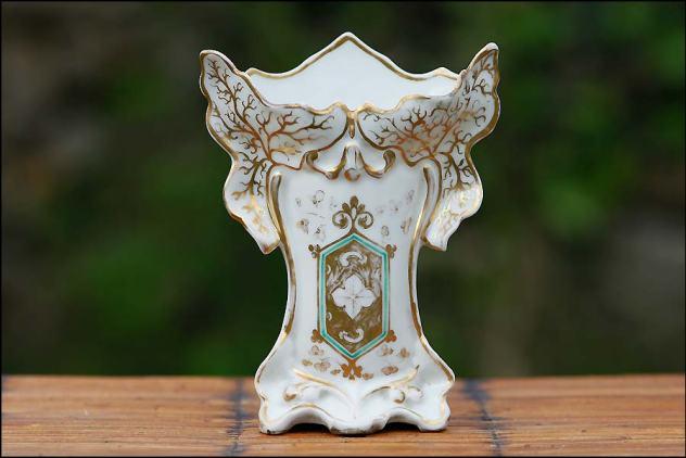 Vase de mariée porcelaine de Paris blanc et or