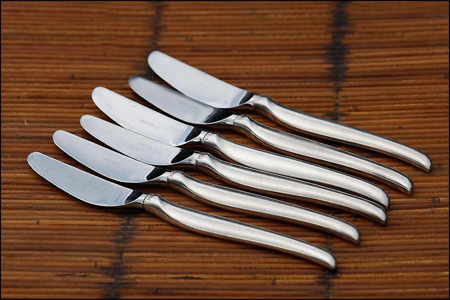 Suite de 6 couteaux créée par Cristofle