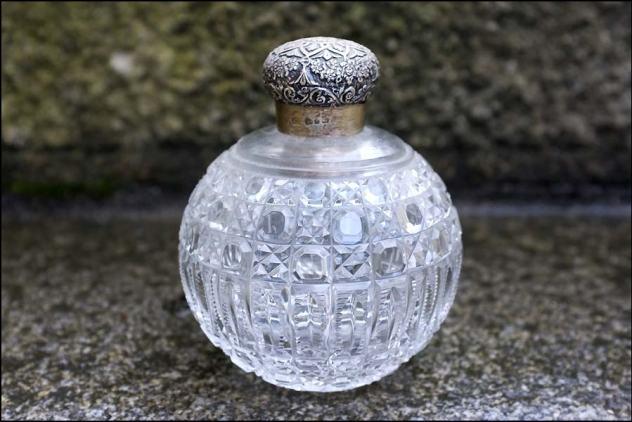 Comment reconnaître l'argent Flacon de parfum en cristal taillé