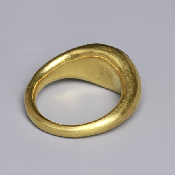 Roman Gold Ring with Intaglio