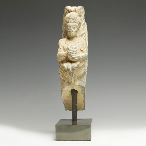 Proto-Gandharan Garland Holder