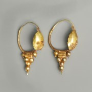 Roman Gold Earrings With Shield Bosses