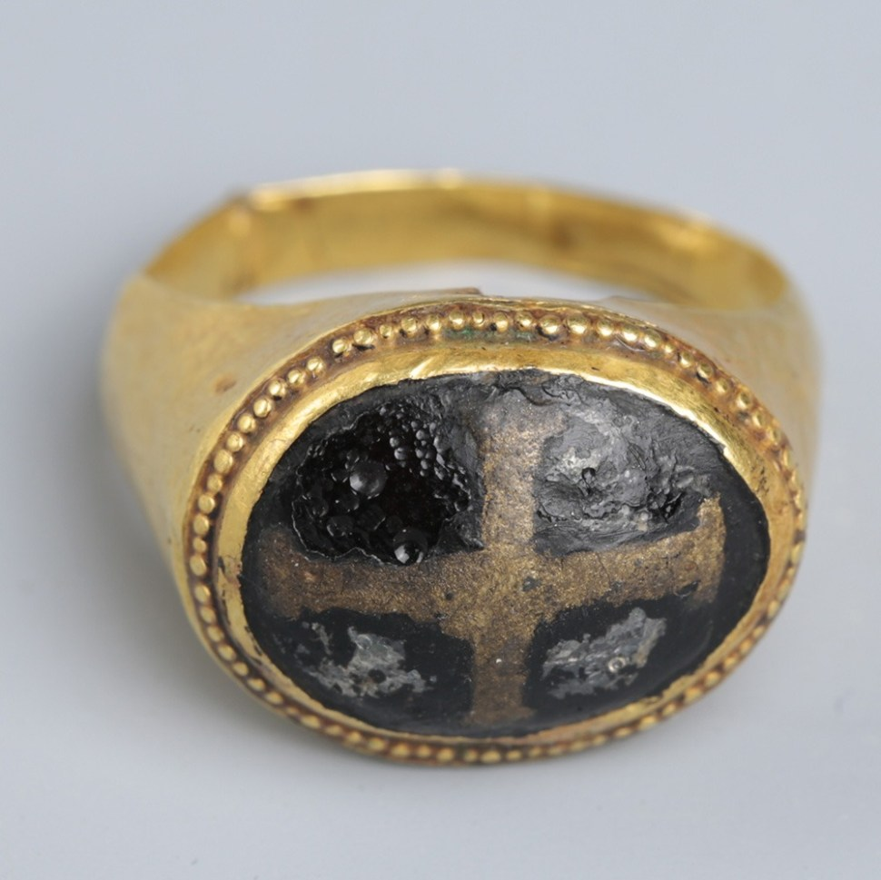 Byzantine Gold and Glass Ring