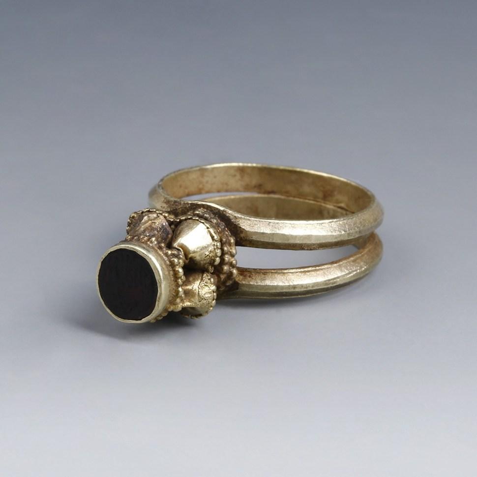 Byzantine Ring with Trumpet Bezel