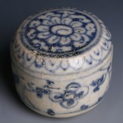 Hoi An Shipwreck Blue and While Decorated Cylindrical Box