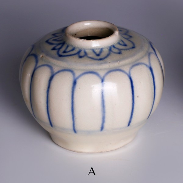 hoi an blue white decorated jarlets a
