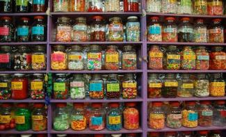 @boomergirl50 of Canada found a surprising place that was worth it--a store that was hiding the mother load of old-fashioned candy. When can I go? https://twitter.com/boomergirl50/status/539518595576111104/photo/1