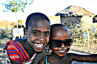 Melissa Butler (@melbtravel) of the UK brought a smile to our faces and lifted our moods with this happy capture of kids in Africa: pic.twitter.com/9XfTysWRvV Thanks, Mel!