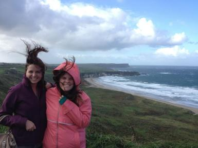 """Morgan Cantrell (@TravelTravelMC) of Ireland didn't plan on the wind, and finally gave up taking a """"normal"""" shot. The hair is pretty impressive, I must say: pic.twitter.com/90BKxWJMOW"""