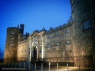 Susan (@VibrantIreland) of, yes, Ireland, stayed true to her roots with this spooky night shot of a nearby castle: pic.twitter.com/ywHvD72KVd