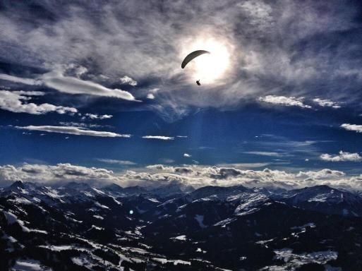 Susi Maier (@blackdotsws) of Germany stood on the summit of Hohe Salve in Austria to catch this incredible shot high up in Tyrol: pic.twitter.com/KleiwA514N