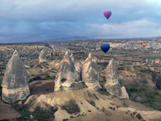 Australia's Gordy and Paula of the Contented Traveller (@gordyandpaula) took this shot from a hot air balloon over Turkey--a shot many #travelpics participants are eager to get! pic.twitter.com/V9SOkKGWXI