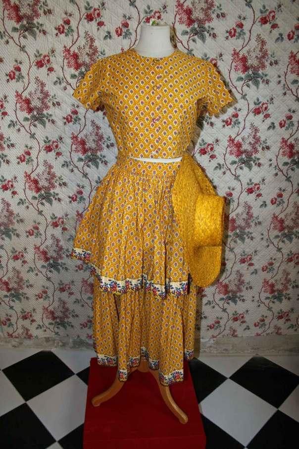 Gult tyg i klänning från Souleiado