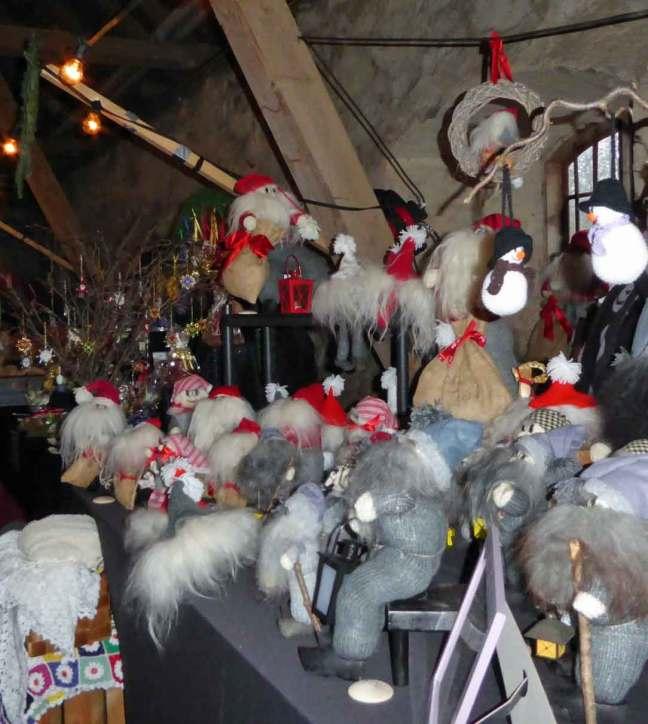 Tomtar till försäljning vid julmarknad