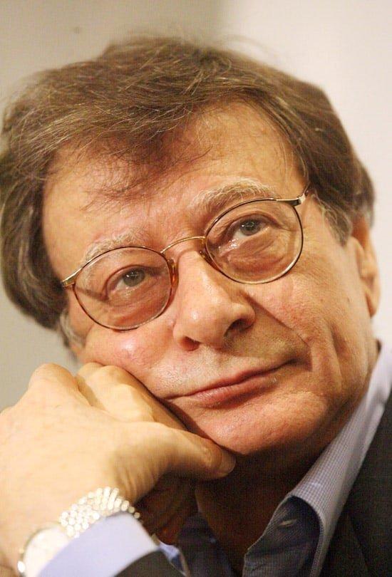 Photo of محمود درويش – عن إنسان