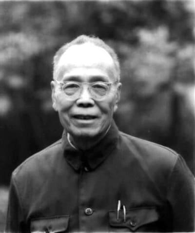 Photo of حارسُ المقبرة  قصة للكاتب الصيني: لي جيان وو