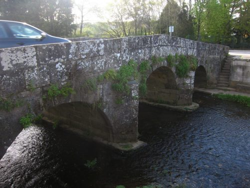 De paseo por Sar nos encontraremos con el puente románico
