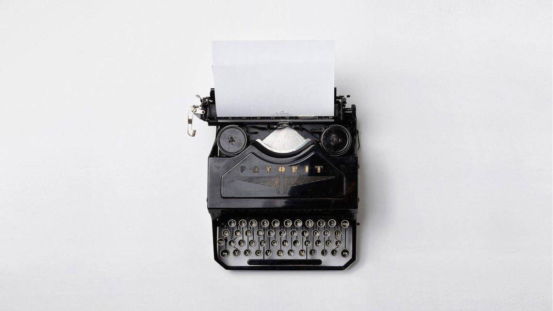 Schreibmaschine aus der Vogelperspektive
