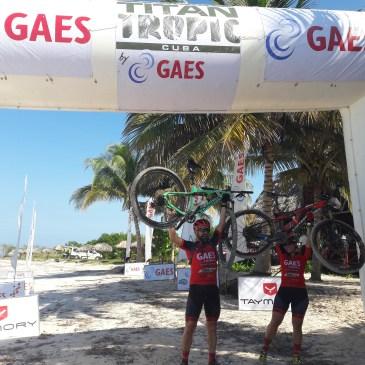 Antonio Gassó y Eva Tomás, terceros en Dúo Mixto de la Titan Tropic by GAES, carrera de mountain bike en Cuba