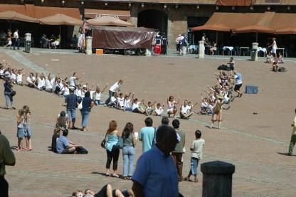 Tutti in Piazza del Campo per la V-foto