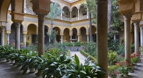 Palacio-de-las-Dueñas-1024x560