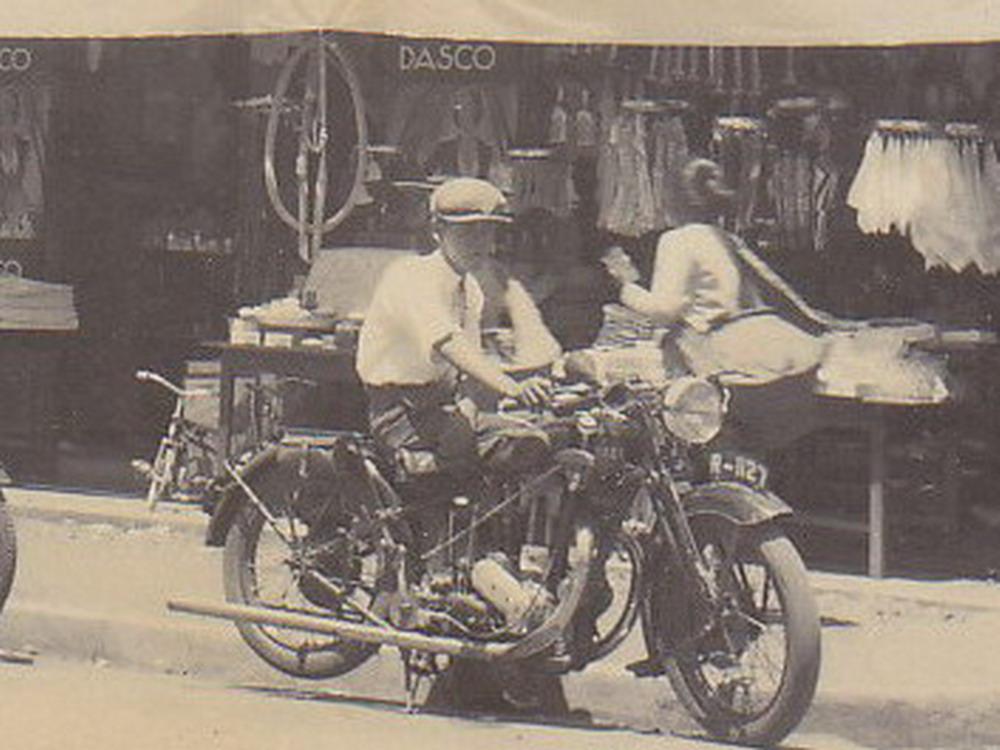 Moda Transportasi Tempo Dulu dalam gambar  BEST JULIANT