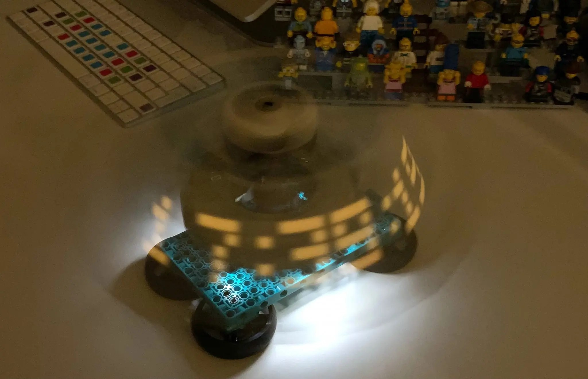 Persistence of Vision (POV) Clock with 51515 – Antons Mindstorms Hacks