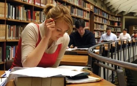 Firmele sunt încurajate să angajeze absolvenţi de facultate şi să specializeze muncitori necalificaţi