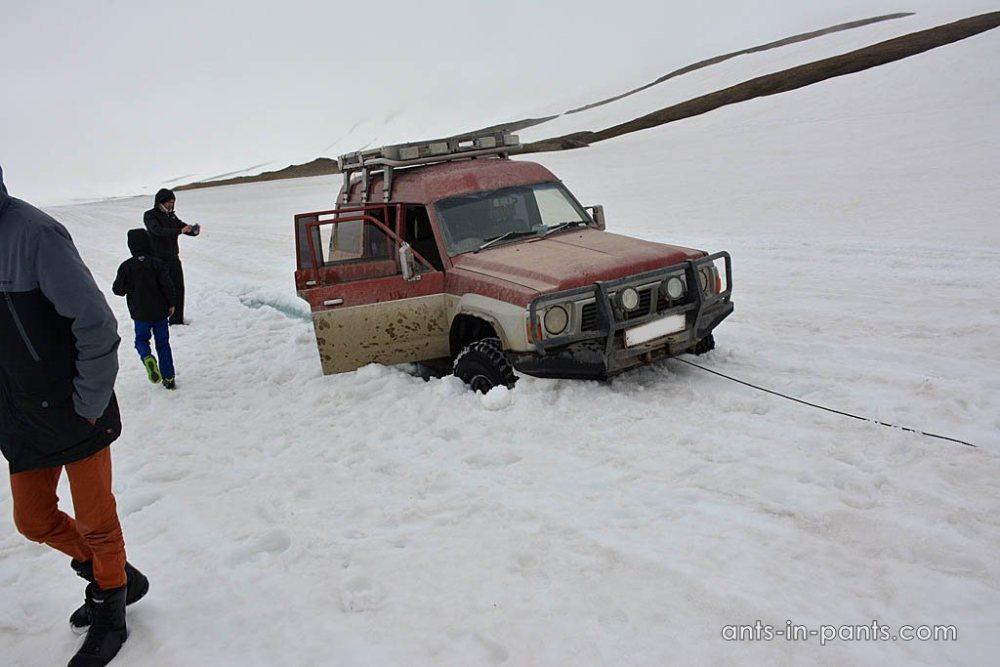 Дорога на Мутновский вулкан. Вытягиваем машину