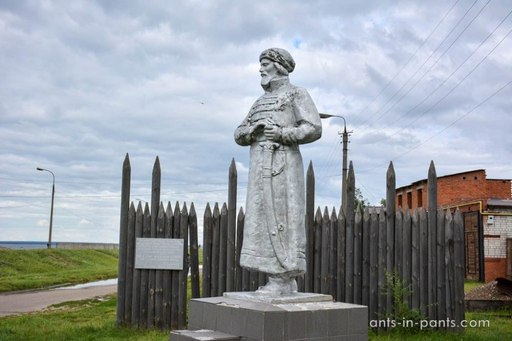 the monument to Akpars