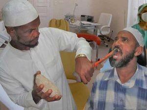Dentist_at_work