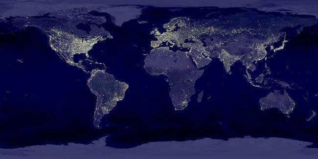 La Tierra de noche vista desde el espacio