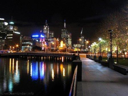 Promenada w Southbank nocą