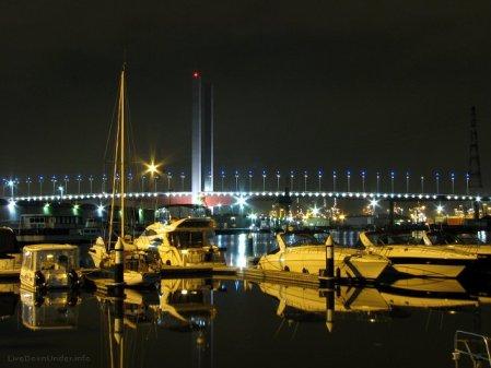 Melbourne Docklands, Bolte Bridge i łódki
