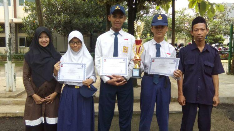 SMPIT Anugerah Insani Juara Lomba Eksperimen Tingkat SMP