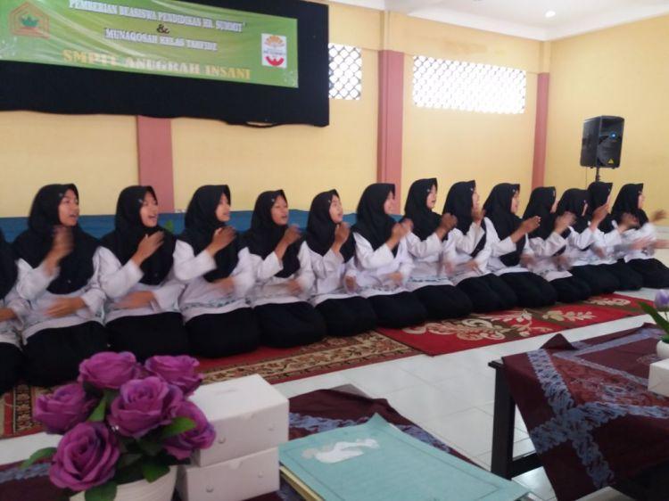 Pemberian Beasiswa Pendidikan HR Summit dan Munaqosah SMP IT Anugerah Insani