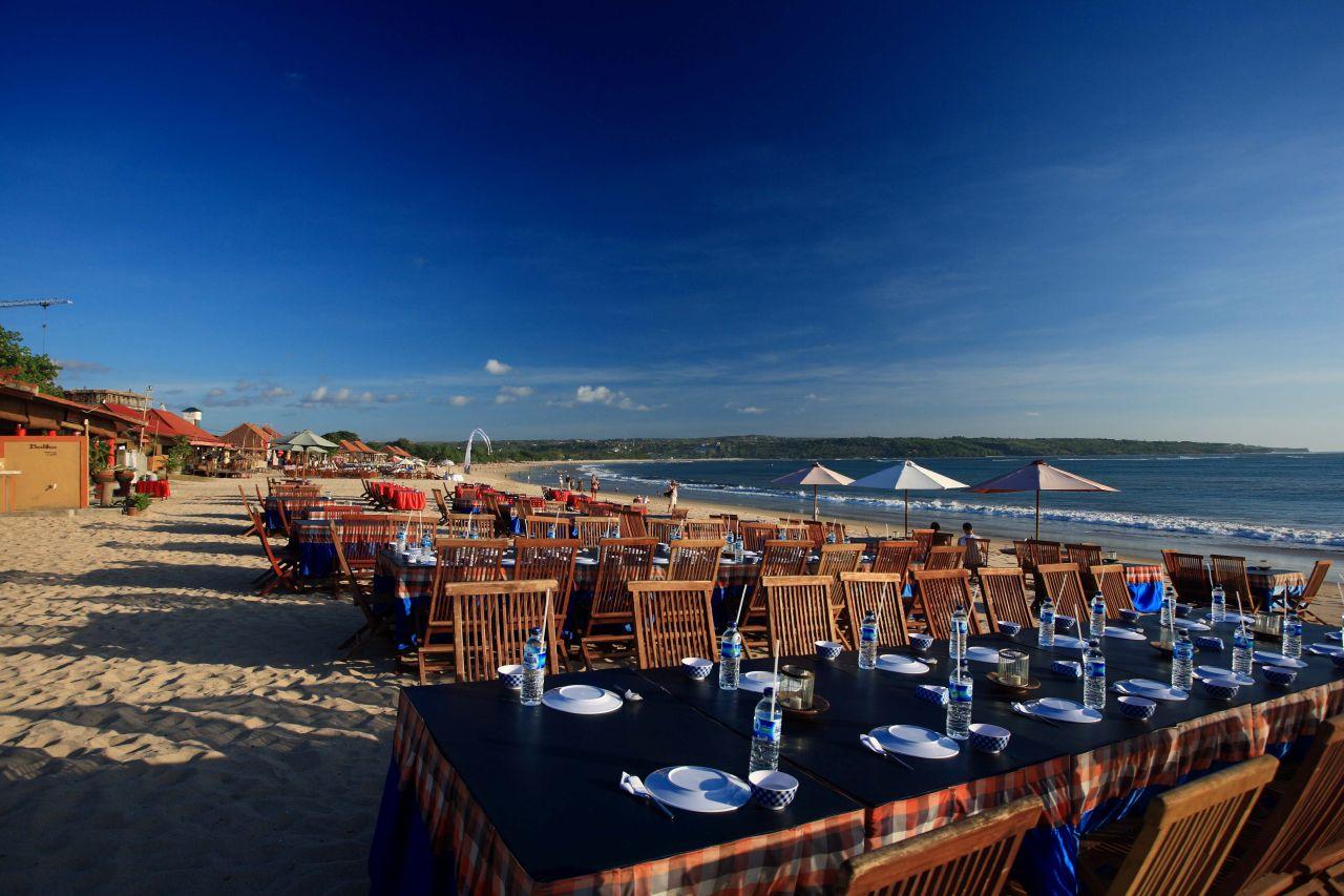 restoran terbuka di pantai jimbaran