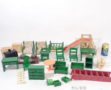 MW23◆当時物 シルバニアファミリー 緑の家具 他 家具 小物 公園遊具 まとめて 大量セット ジャンク/シルバニア 初期? ドール 送:F/60