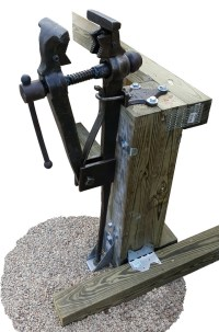 Pipe-Jaw Columbian Leg Vise : anvilfire Vise Gallery