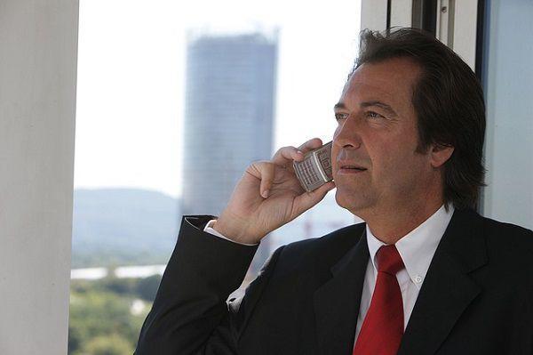 電話する上司