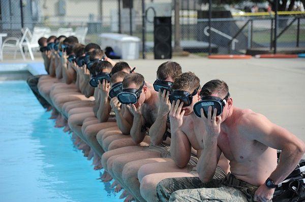 ゴーグル着用で水泳