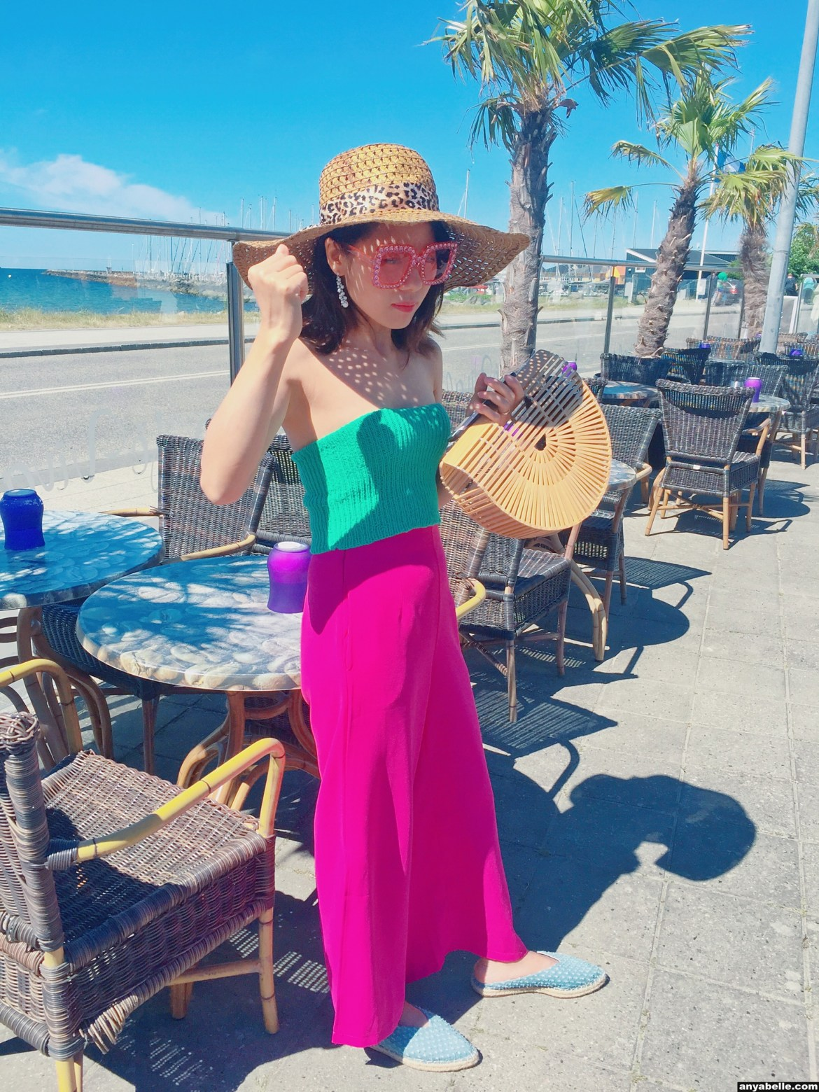 OOTD,Instagram, Blogger,Street Style, Style,Bamboo bag, Sunglasses, Lifestyle, Outfit, Fashion,Ocean, Holiday style, Flower, Coffee, Beach, Pizza 每日穿搭,时尚博主,生活方式,街拍,风格, 穿搭,时尚,大海,度假风, 咖啡,沙滩, 披萨, Ins风, 竹包 ,鲜花, 太阳镜