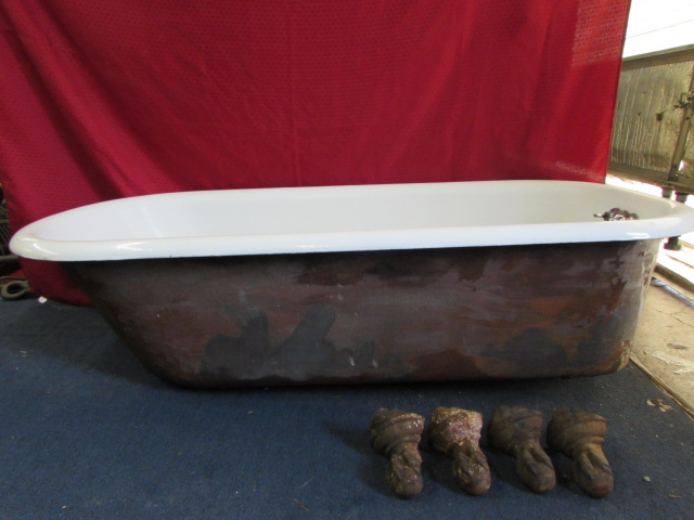 Lot Detail LARGE CAST IRON PORCELAIN ENAMELED CLAW FOOT BATHTUB