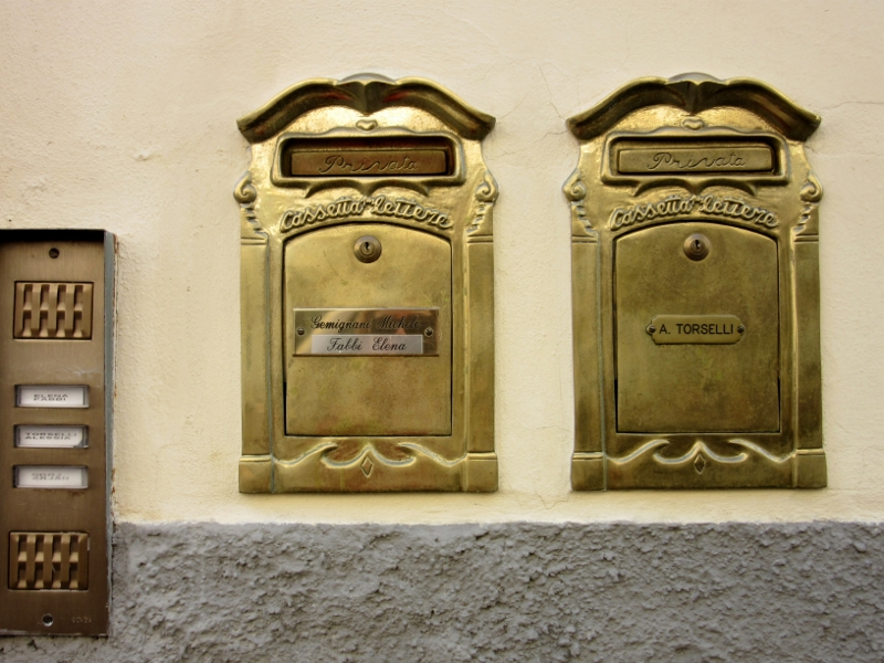 Doorbells in Lucca