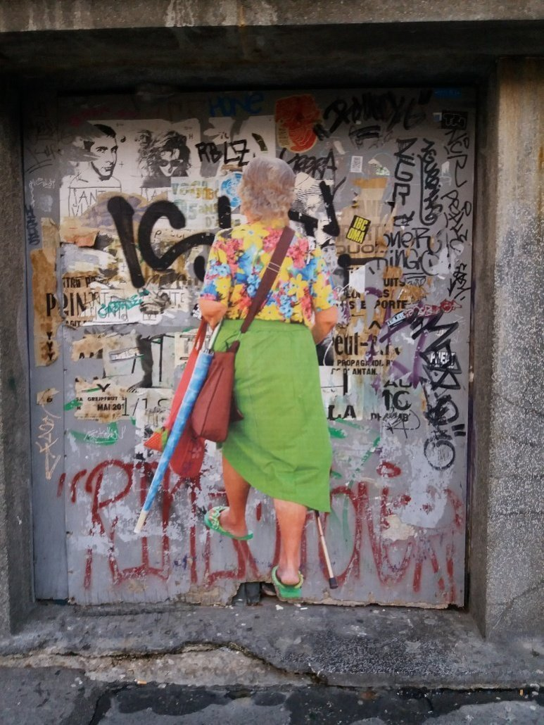 Old lady walking into a door - Graffiti in Zagreb