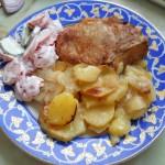 Свинина на косточке запеченная с картофелем
