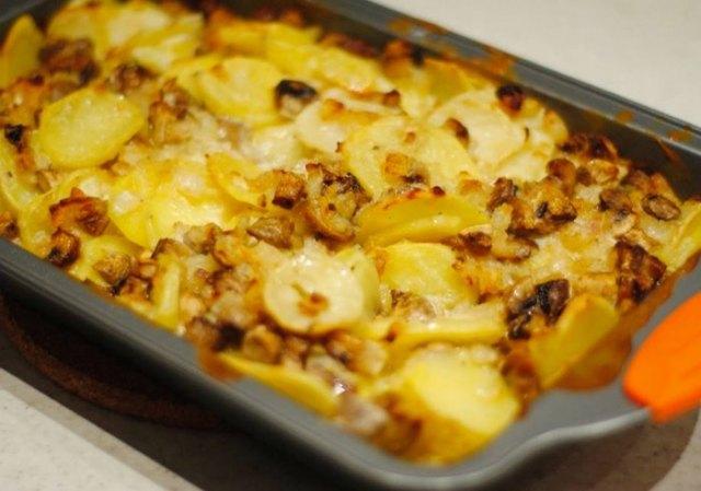 Картофель с шампиньонами в сметане8